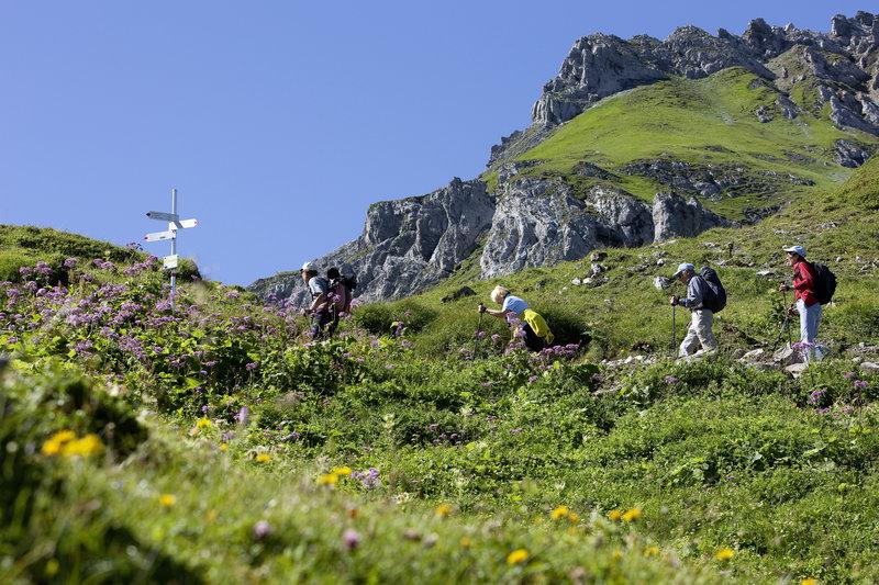 Wandern am Lünersee (c) Dietmar Walser - ©Alpenregion Bludenz Tourismus GmbH